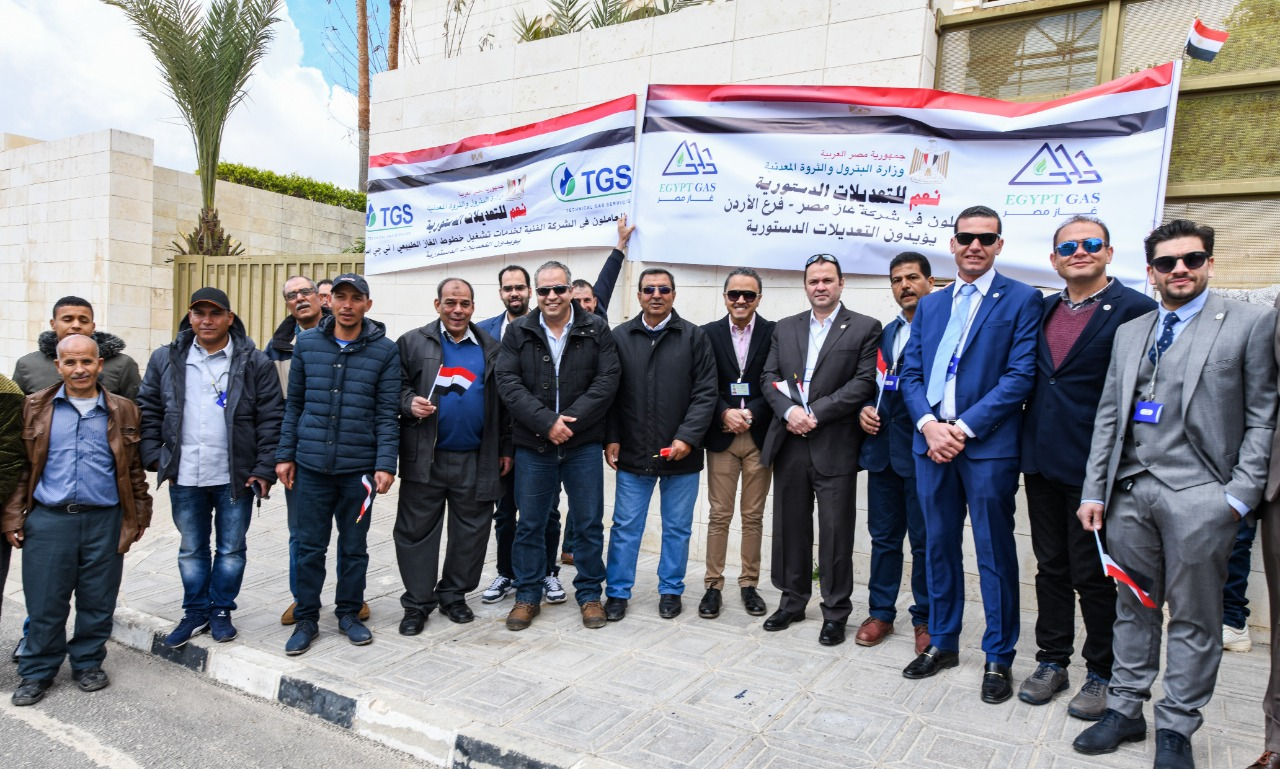 العاملون بشركات البترول المصرية أمام مقر الانتخابات