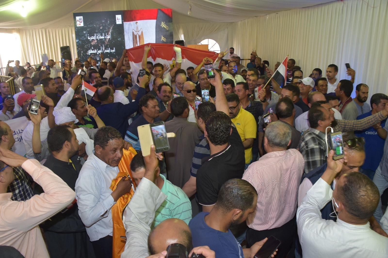 إقبال كثيف من المصريين فى الخارج على سفارة مصر فى الكويت (3)
