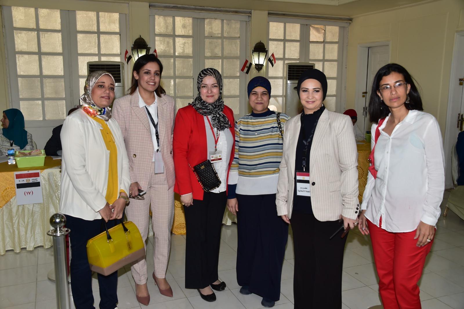 مصريات بالخارج خلال المشاركة فى الاستفتاء على التعديلات الدستورية