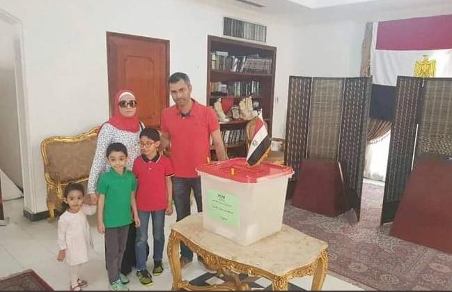 اسرة مصرية تشارك فى الاستفتاء على التعديلات الدستورية