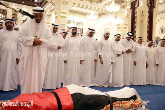 حاكم دبى يؤدى صلاة الجنازة على نجله الشيخ راشد بن محمد بن راشد آل مكتوم (1)