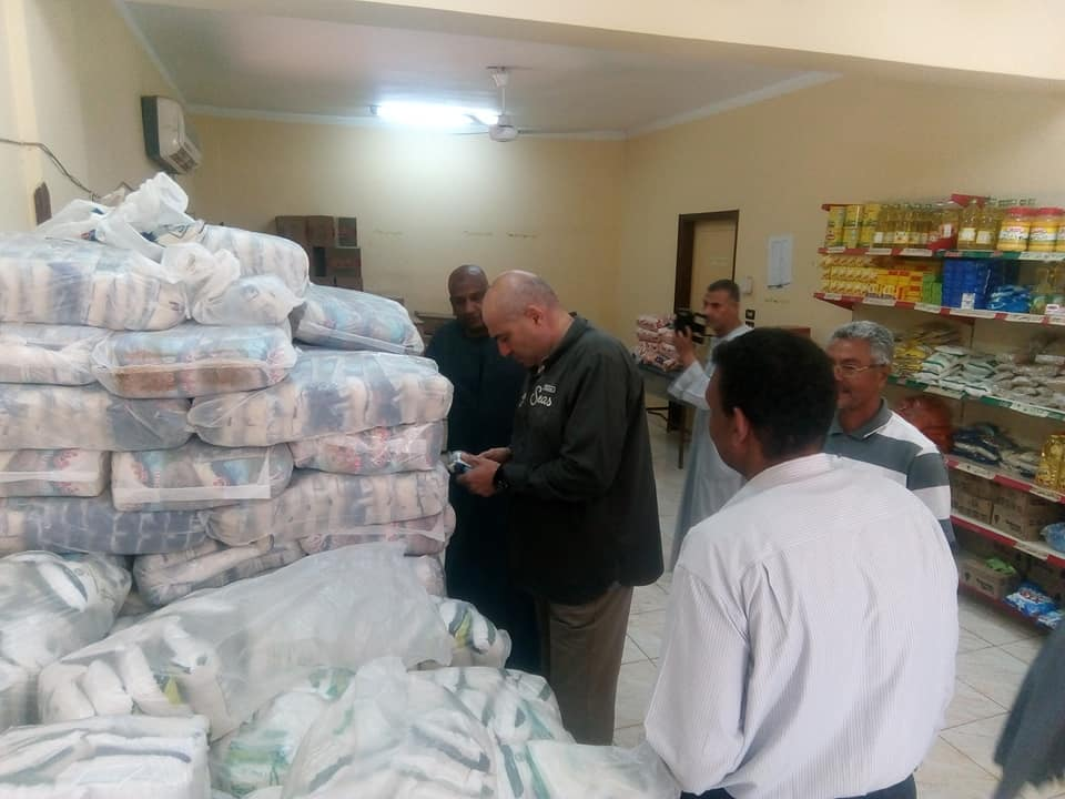 رئيس مدينة الطود يتفقد معرض سوبر ماركت أهلاً رمضان بعد إفتتاحه رسمياً لخدمة المواطنين (3)