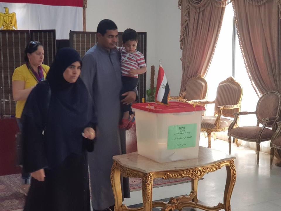 المصريون فى البحرين يدلون بأصواتهم (4)