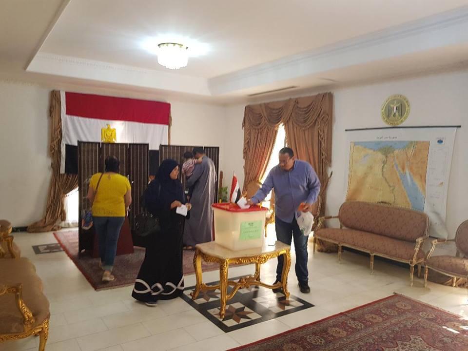المصريون فى البحرين يدلون بأصواتهم (5)