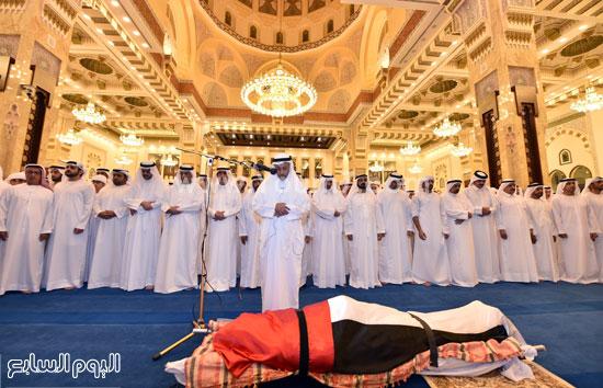 حاكم دبى يؤدى صلاة الجنازة على نجله الشيخ راشد بن محمد بن راشد آل مكتوم (3)