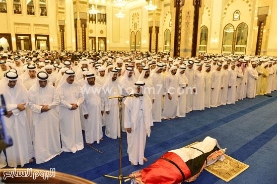 حاكم دبى يؤدى صلاة الجنازة على نجله الشيخ راشد بن محمد بن راشد آل مكتوم (2)