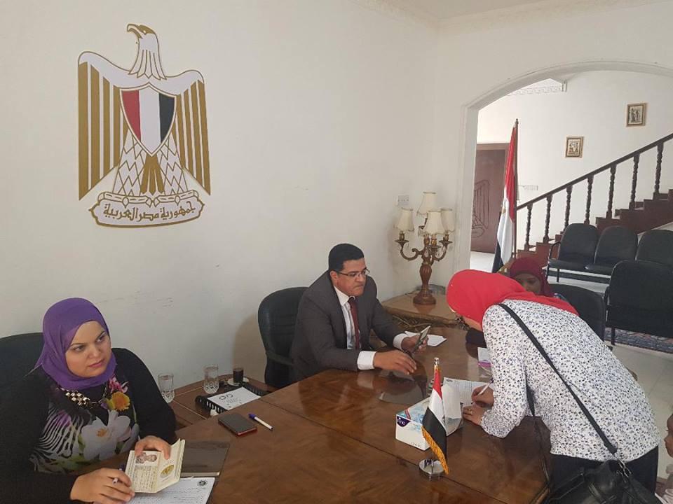 المصريون فى البحرين يدلون بأصواتهم (2)