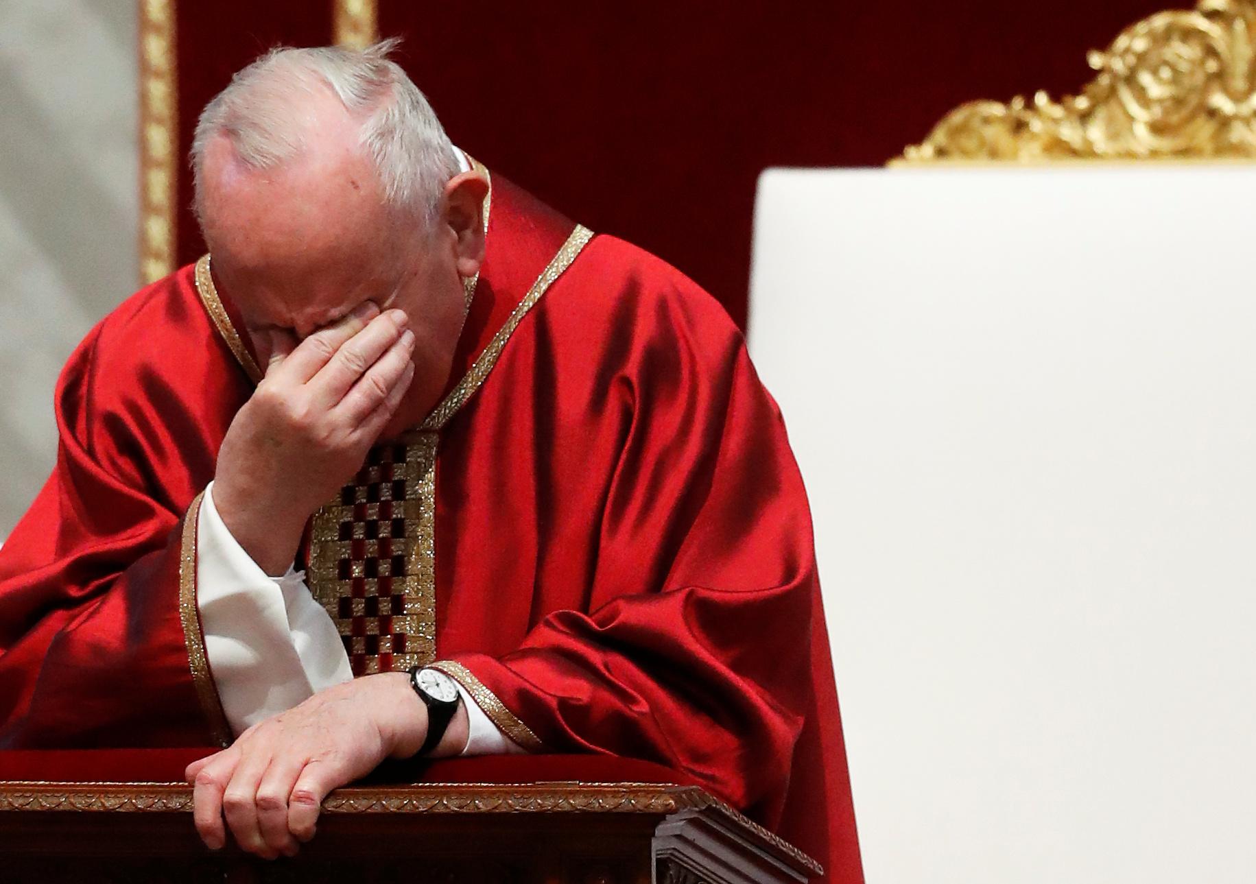 البابا فرانسيس يقود قداس الجمعة العظيمة (6)
