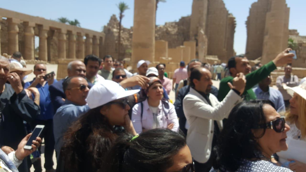 وزيرة السياحة مع السائحين