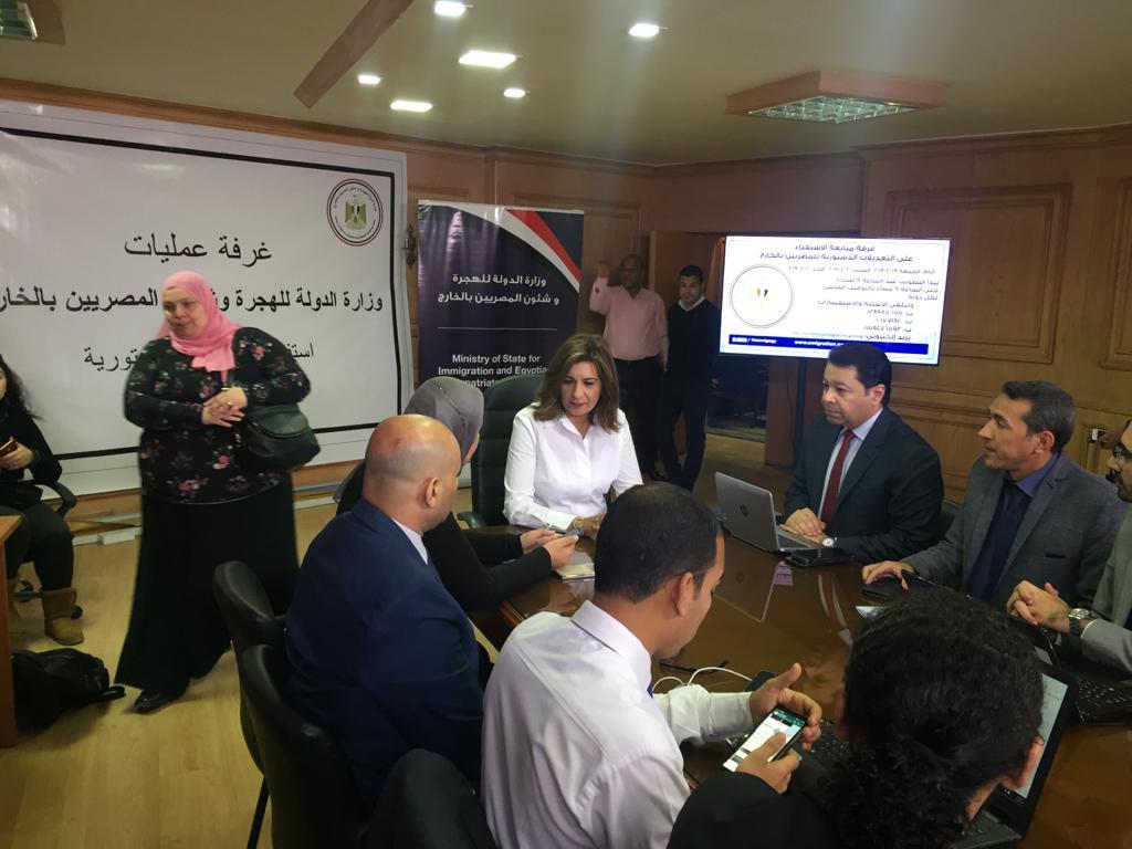 غرفة عمليات لمتابعة تصويت المصريين فى الخارج بالاستفتاء (3)