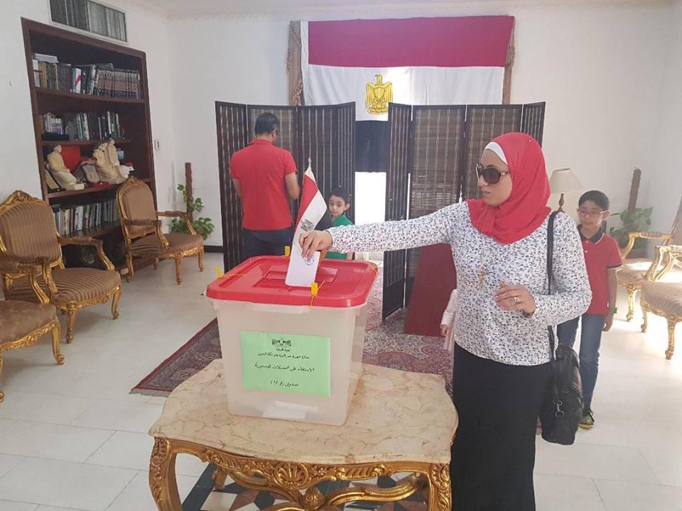 المصريون فى البحرين يدلون بأصواتهم (1)