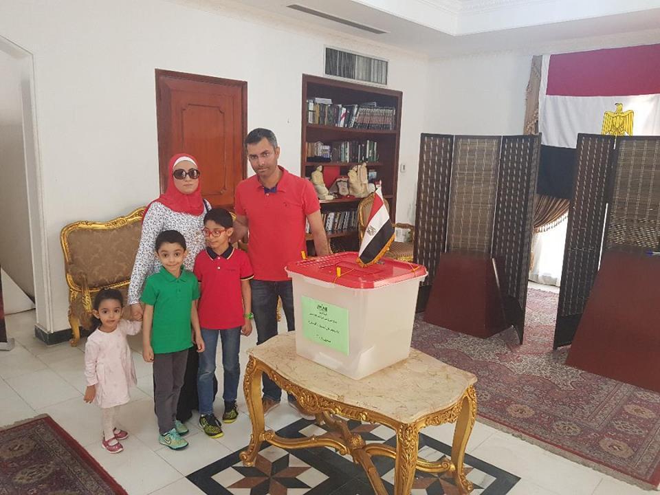 المصريون فى البحرين يدلون بأصواتهم (3)