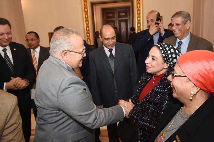 جانب من الاحتفال بعيد ميلاد رئيس جامعة القاهرة  (11)