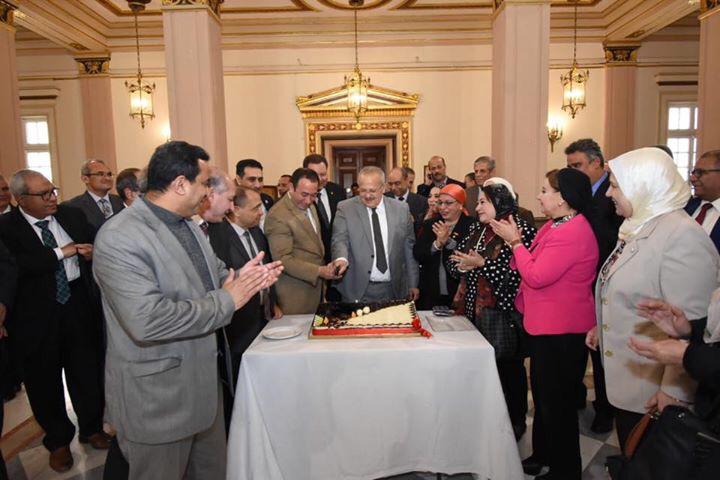 جانب من الاحتفال بعيد ميلاد رئيس جامعة القاهرة  (10)