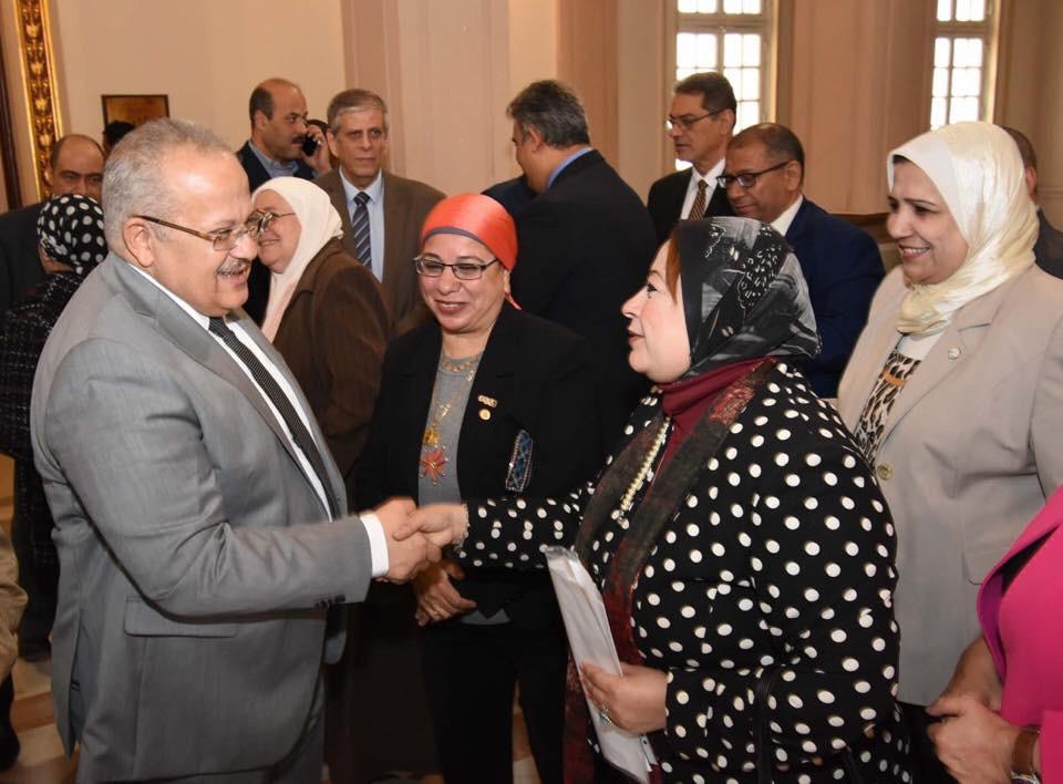 جانب من الاحتفال بعيد ميلاد رئيس جامعة القاهرة  (9)