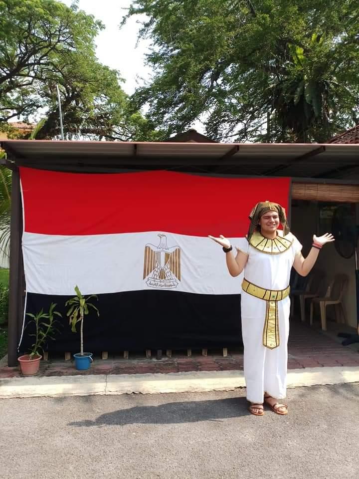 المصريين بالزى الفرعونى