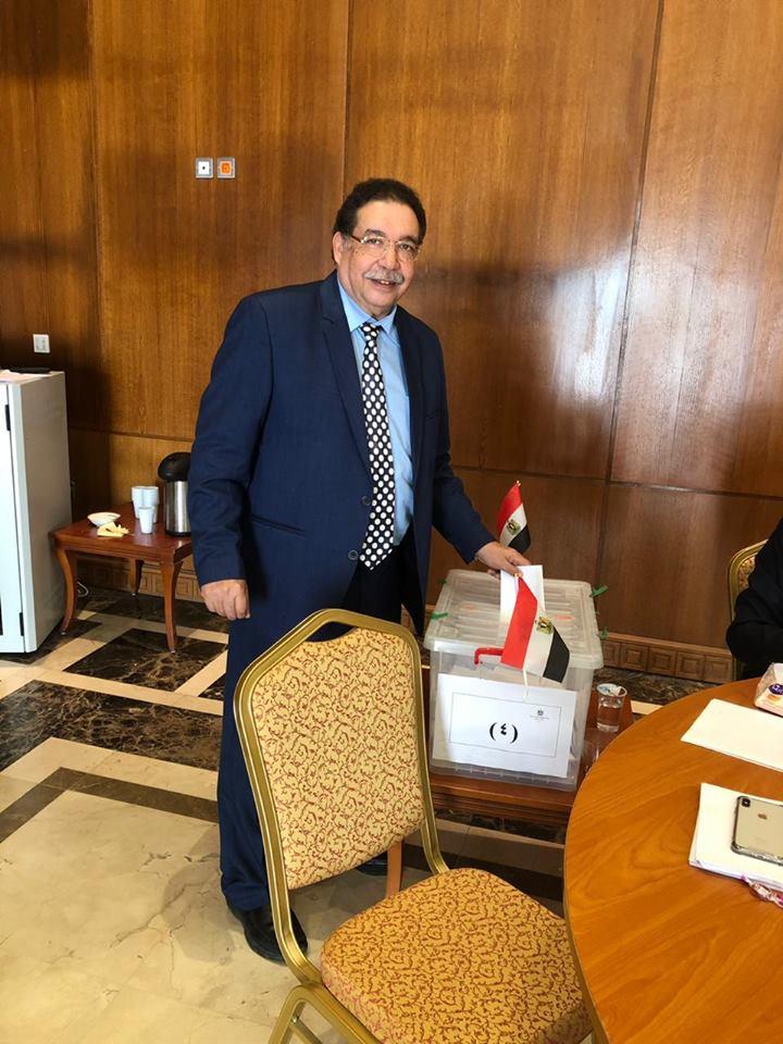الدكتور أحمد عمار استشارى جراحة المخ والأعصاب بجامعة الدمام