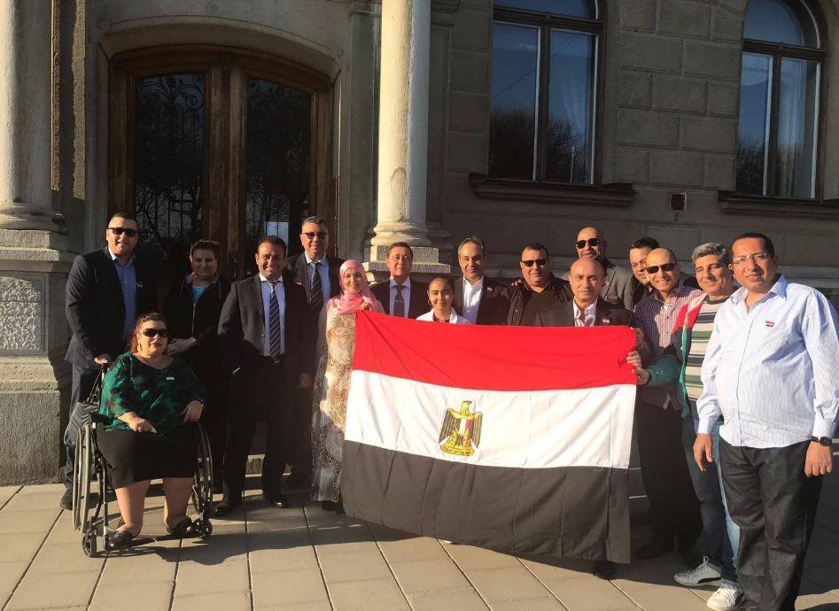أبناء الجالية المصرية فى السويد يواصلون المشاركة فى الاستفتاء (1)