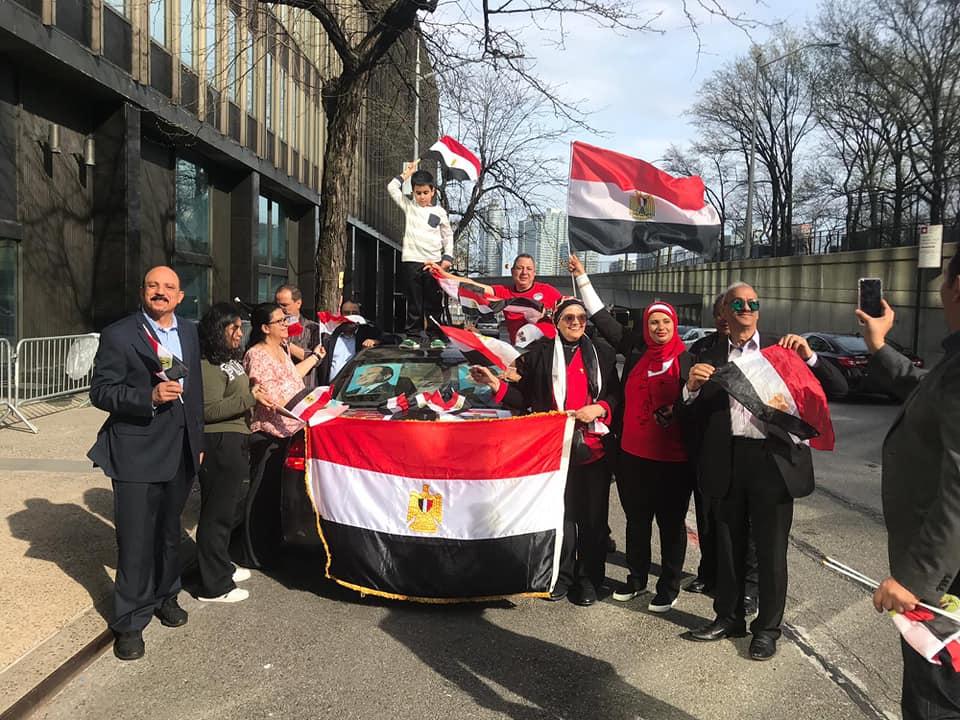 المصريون فى نيويورك يدلون بأصواتهم باستفتاء الدستور