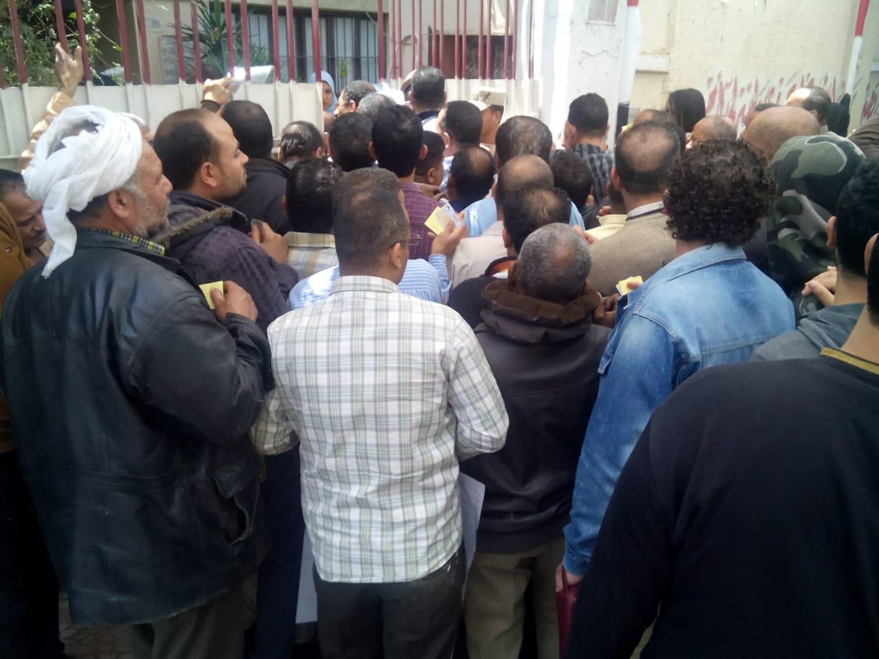 عمال هيئة النقل العام بالقاهرة يشاركون فى استفتاء الدستور (2)