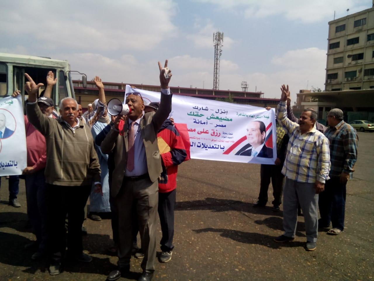 عمال هيئة النقل العام بالقاهرة يشاركون فى استفتاء الدستور (1)