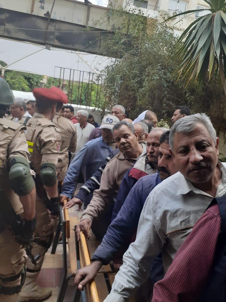 عمال هيئة النقل العام بالقاهرة يشاركون فى استفتاء الدستور (6)