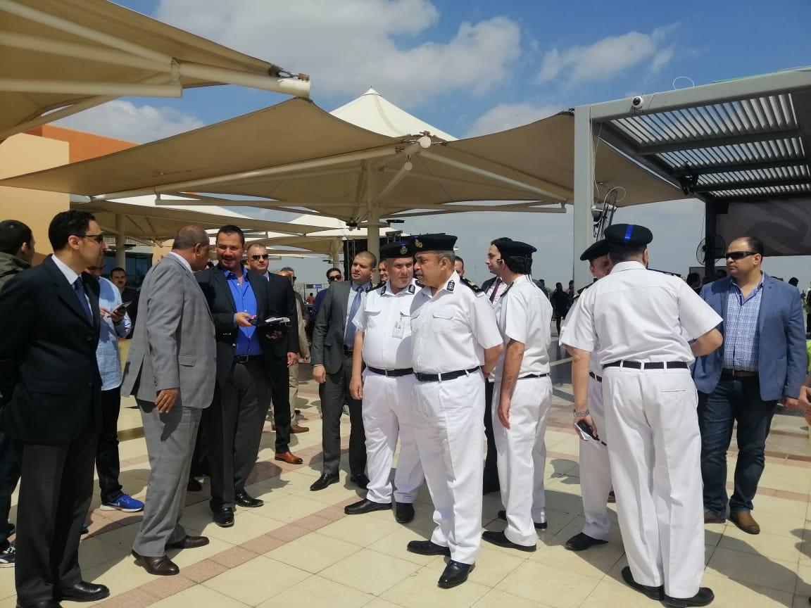 مدير أمن المطار يتفقد تأمين اللجان الانتخابية  (2)