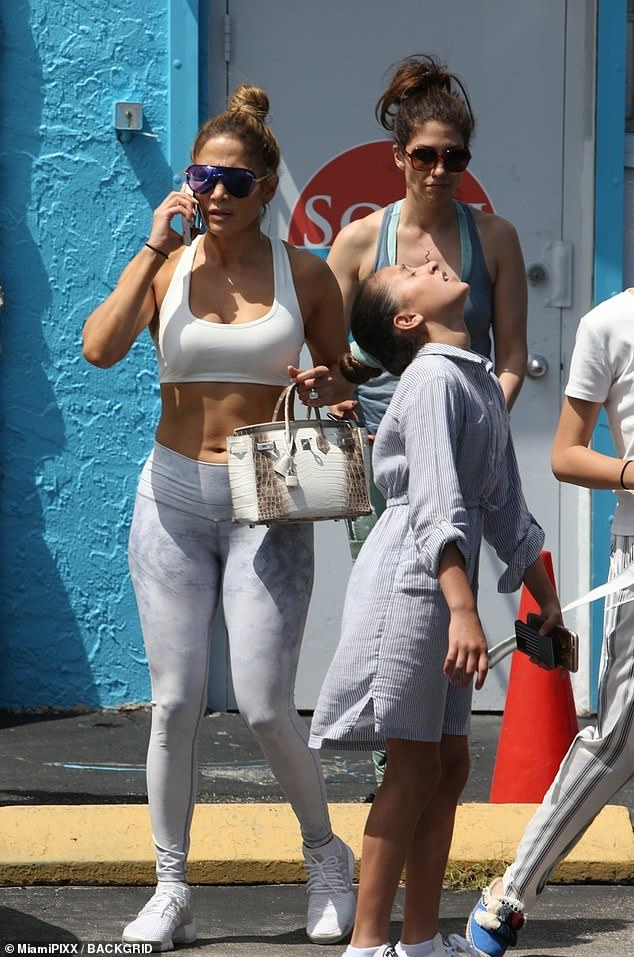 12493324-6940887-Family_affair_JLo_s_sister_Lynda_was_along_for_the_outing-m-125_1555706022849