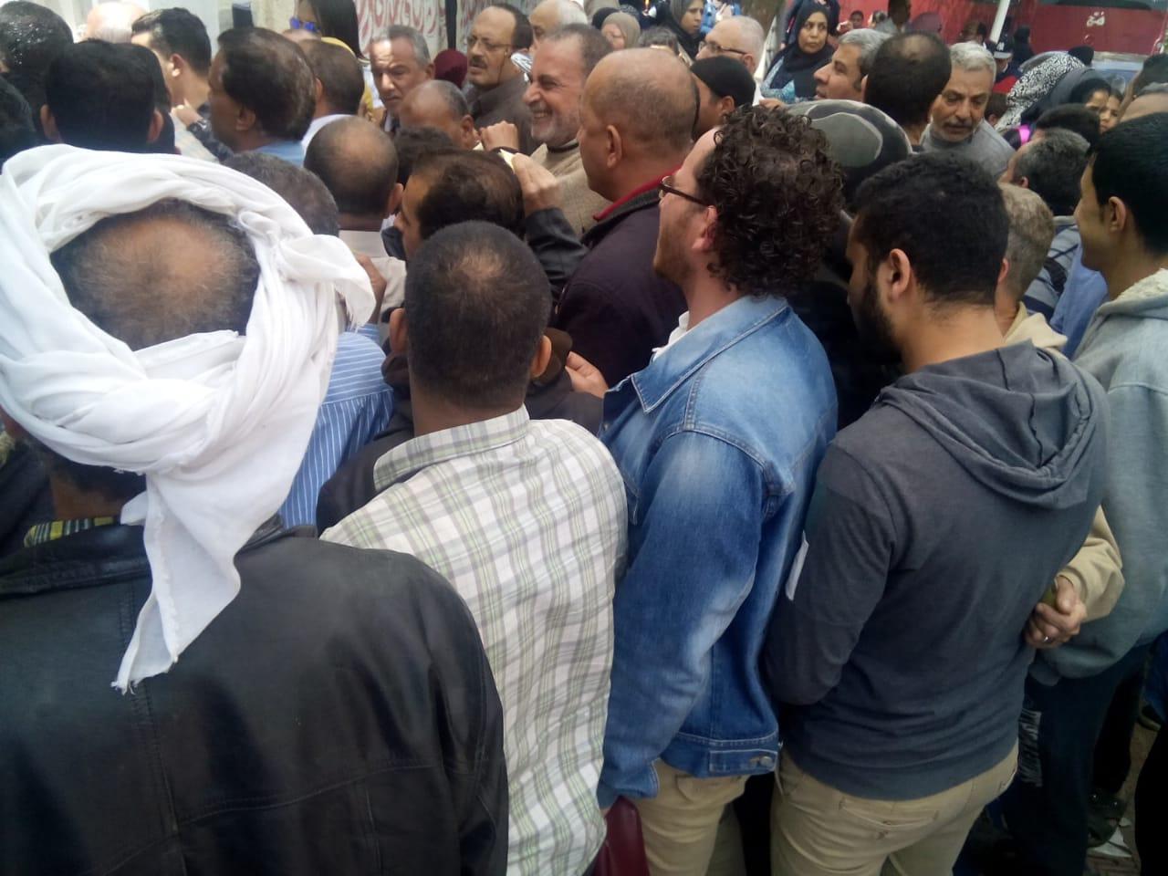 عمال هيئة النقل العام بالقاهرة يشاركون فى استفتاء الدستور (12)