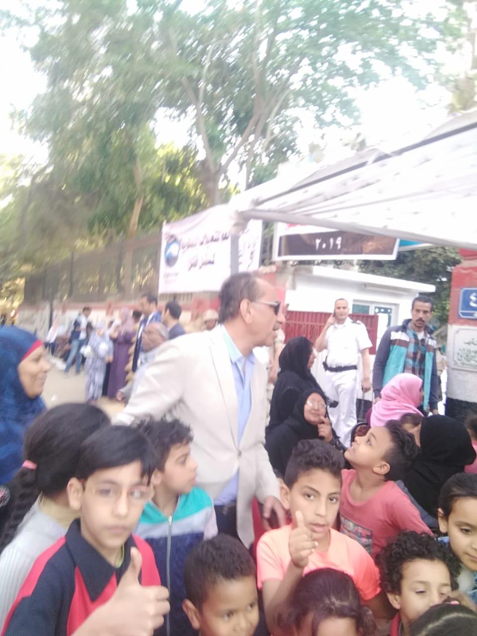 محمد أبو داوود يشارك فى الاستفتاء على التعديلات الدستورية (4)