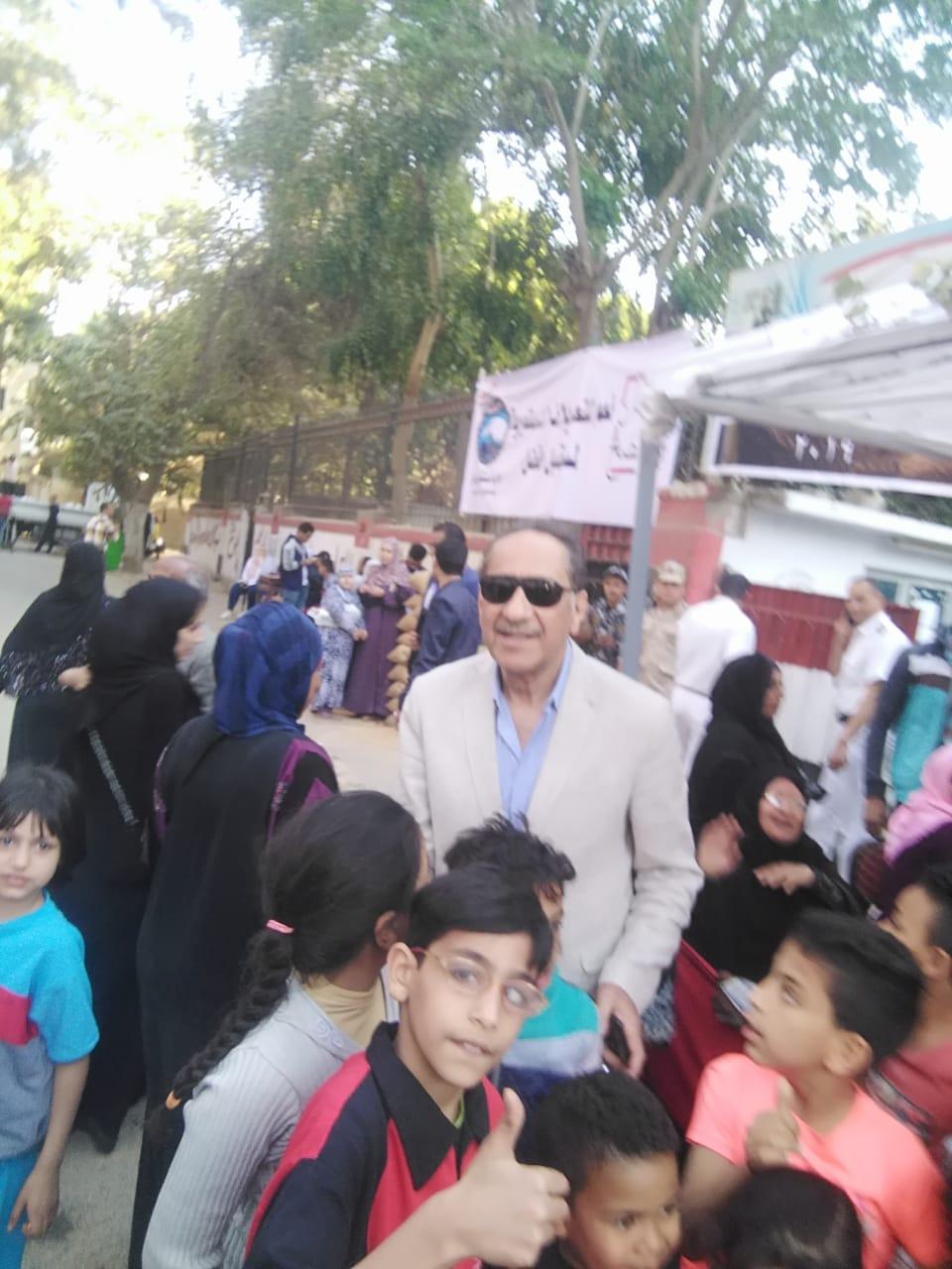 محمد أبو داوود يشارك فى الاستفتاء على التعديلات الدستورية (1)