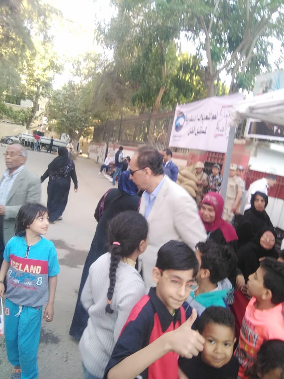 محمد أبو داوود يشارك فى الاستفتاء على التعديلات الدستورية (3)
