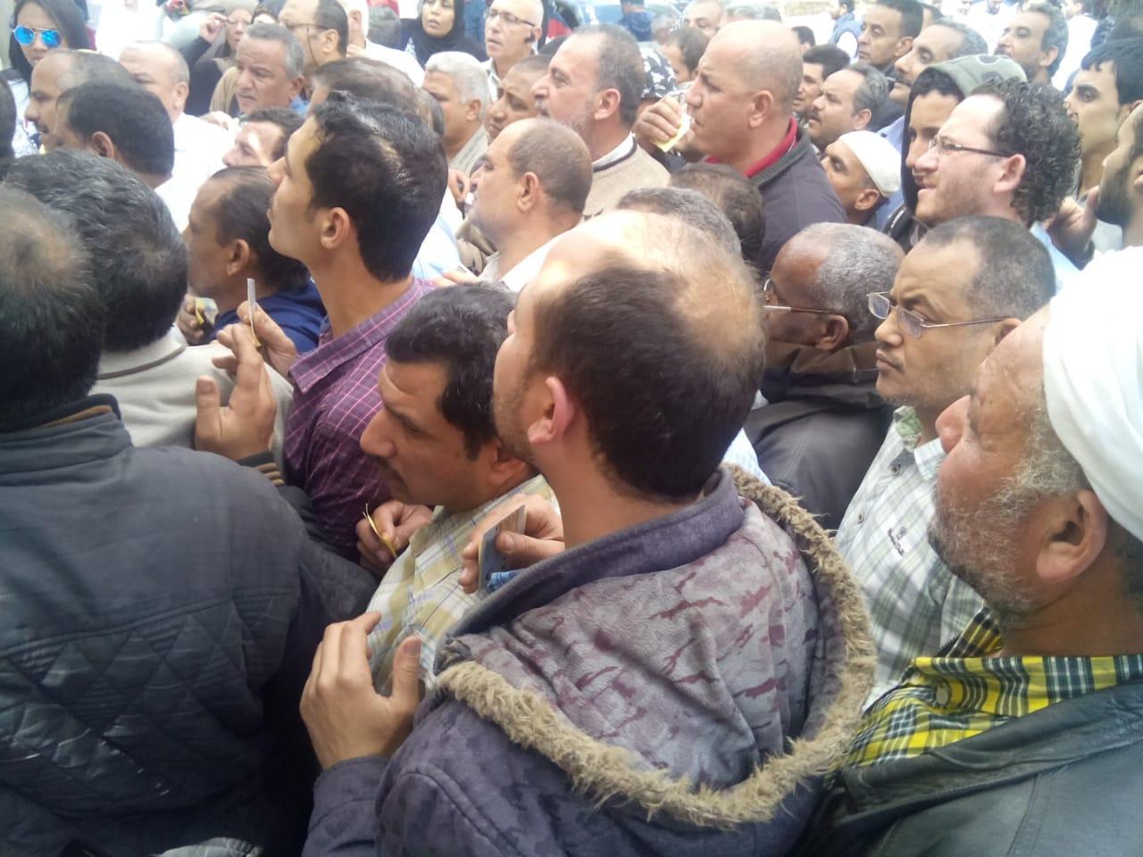 عمال هيئة النقل العام بالقاهرة يشاركون فى استفتاء الدستور (9)