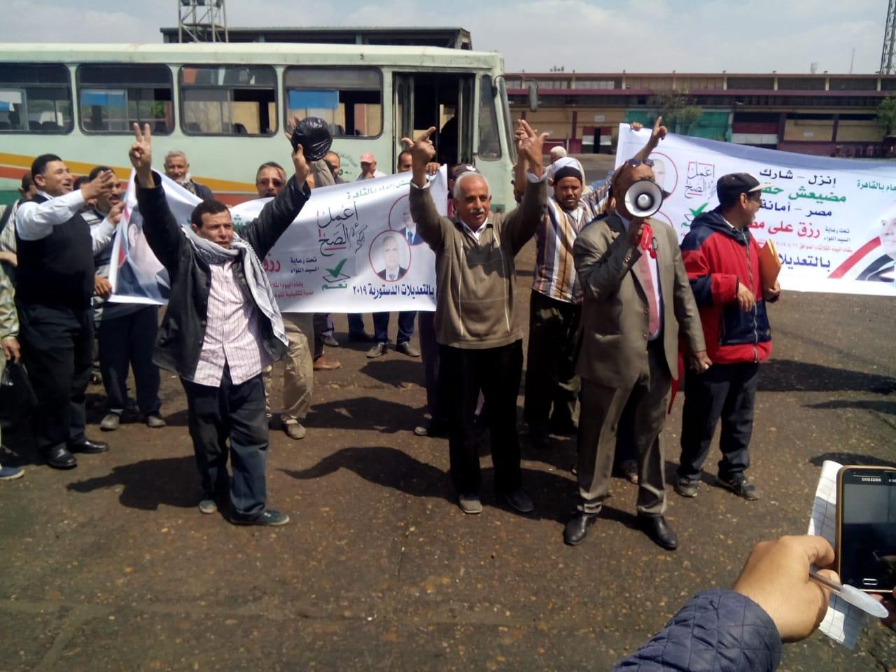 عمال هيئة النقل العام بالقاهرة يشاركون فى استفتاء الدستور (4)