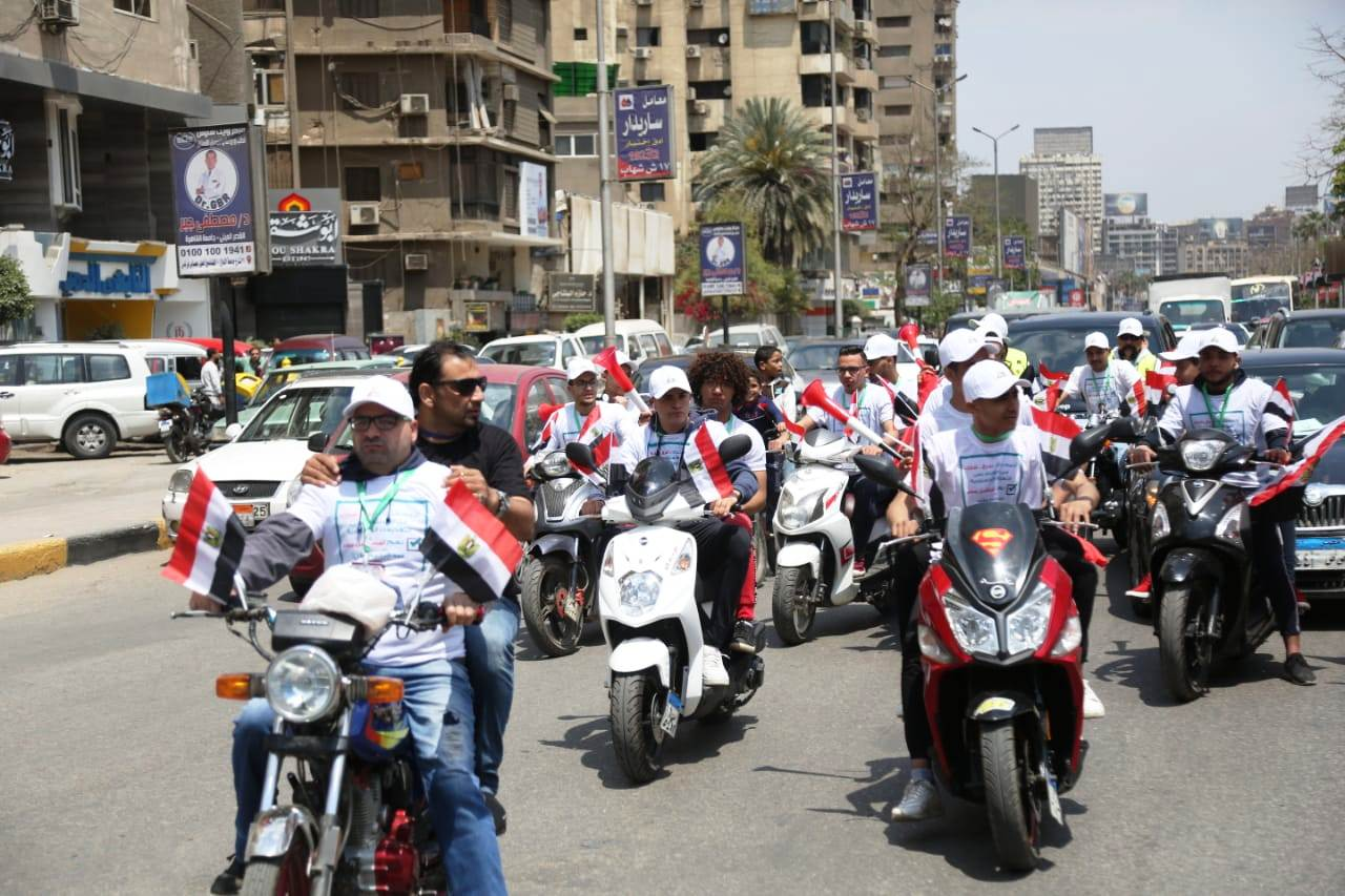 عبد الرحيم على يدلى بصوته بالاستفتاء (2)