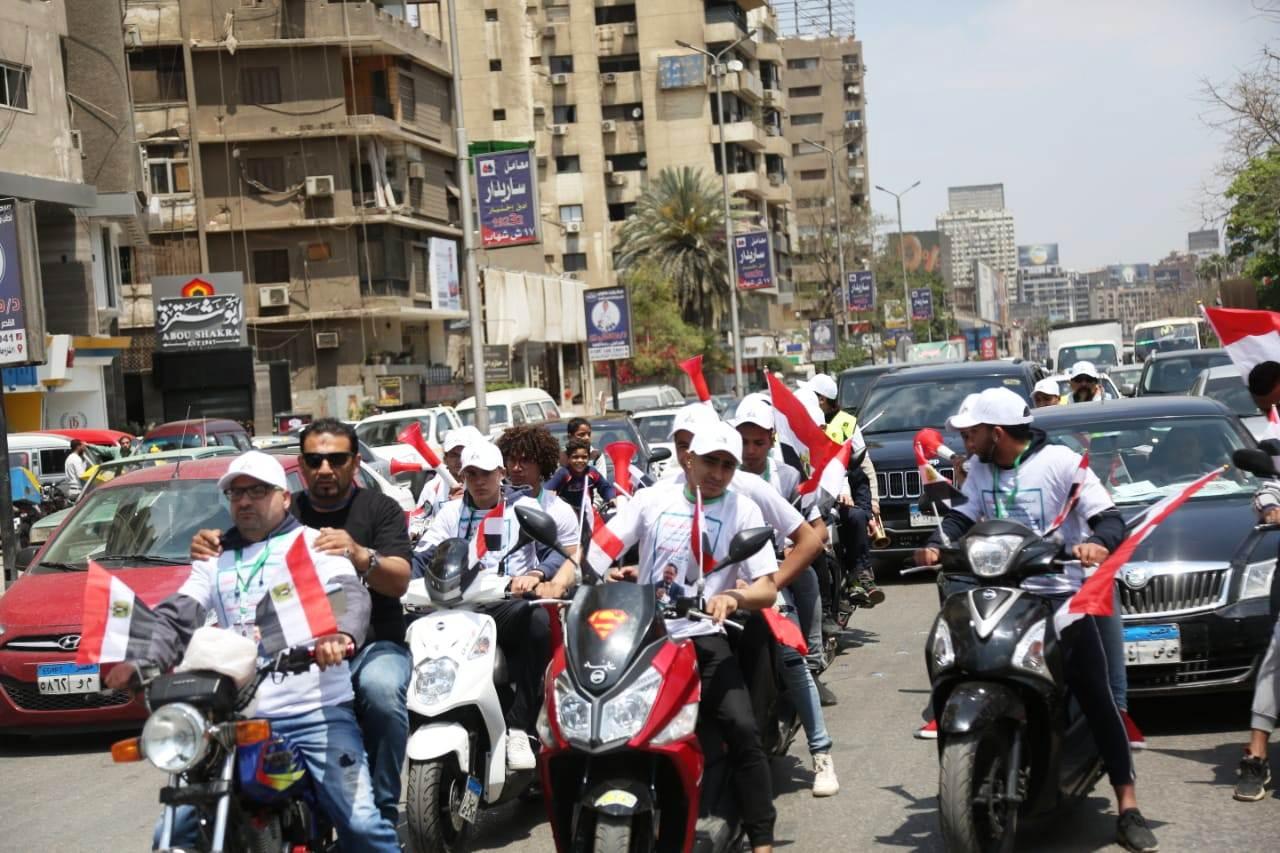 عبد الرحيم على يدلى بصوته بالاستفتاء (3)