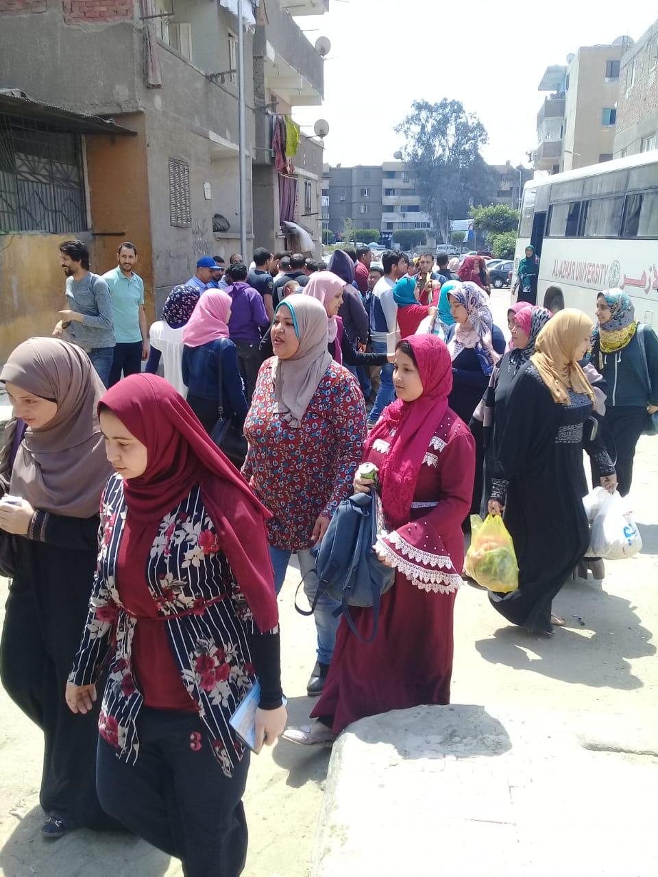 عمال هيئة النقل العام بالقاهرة يشاركون فى استفتاء الدستور (13)