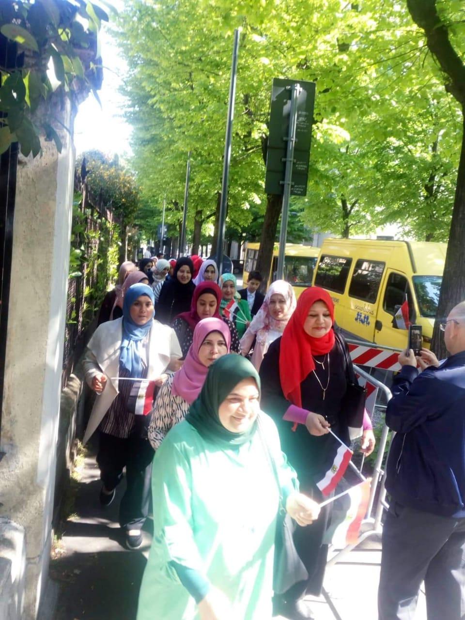 المصريون فى ميلانو يشاركون باستفتاء الدستور