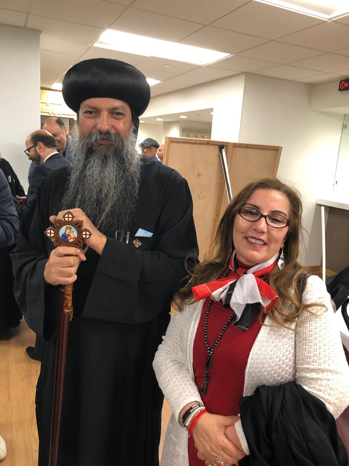 صورة تذكارية مع نائب البابا تواضروس