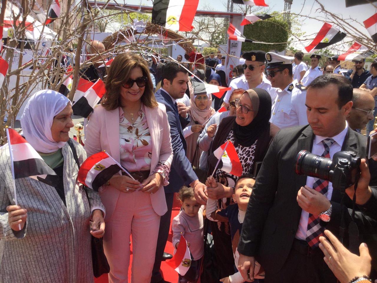 وزيرة الهجرة عقب التصويت فى الاستفتاء على تعديل الدستور