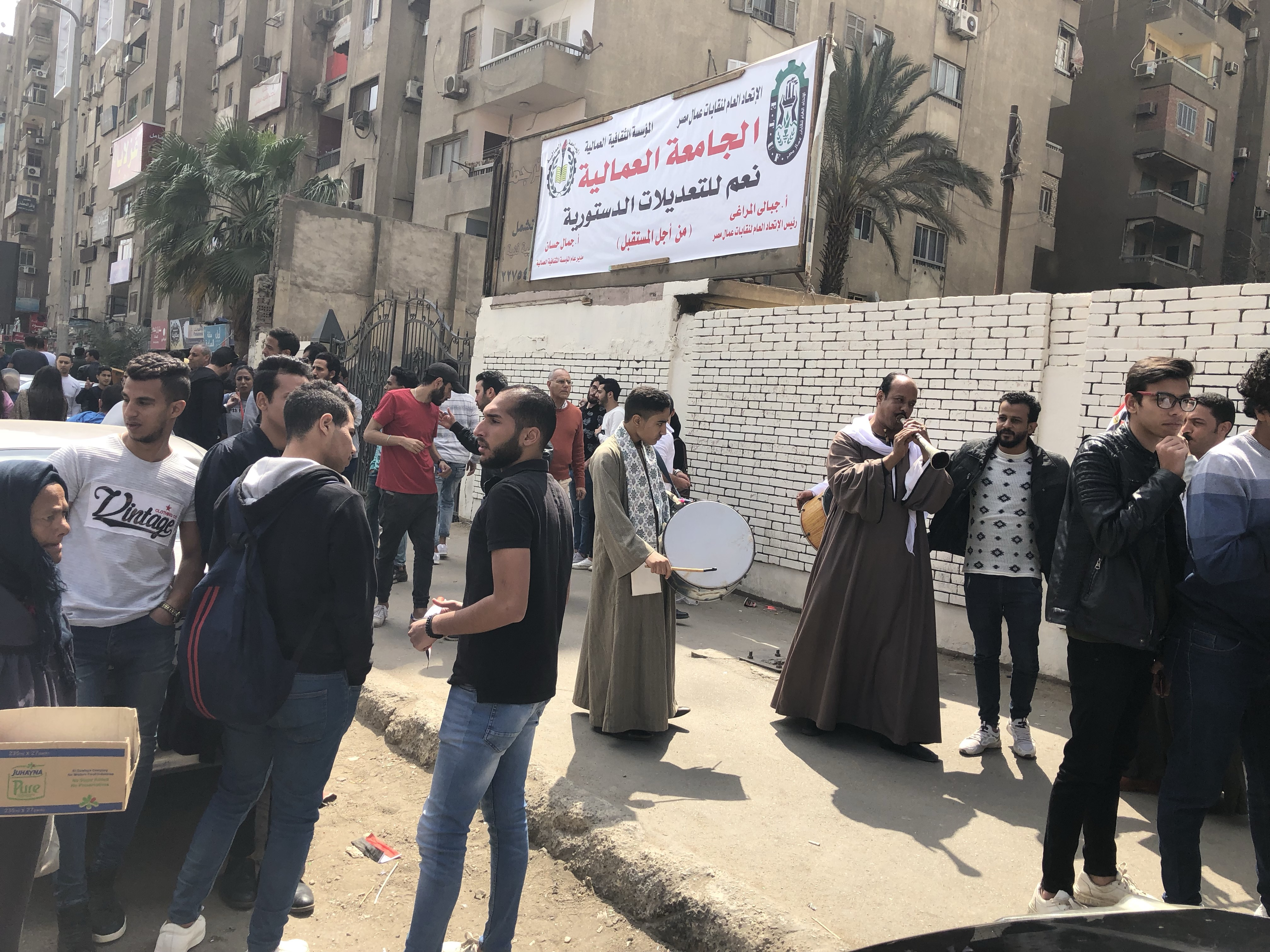 ناخبون يستعينون بالمزمار البلدى للحث على المشاركة فى التعديلات بمدينة نصر  (3)