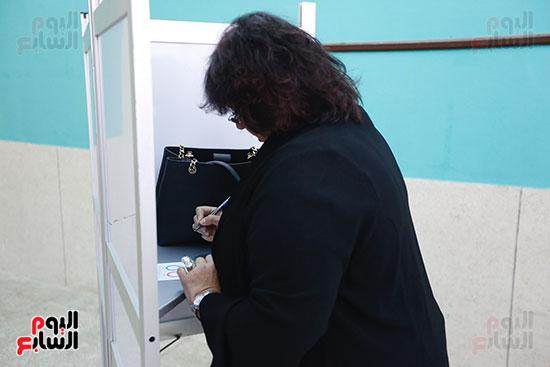 وزيرة الثقافة تدلي بصوتها  (5)