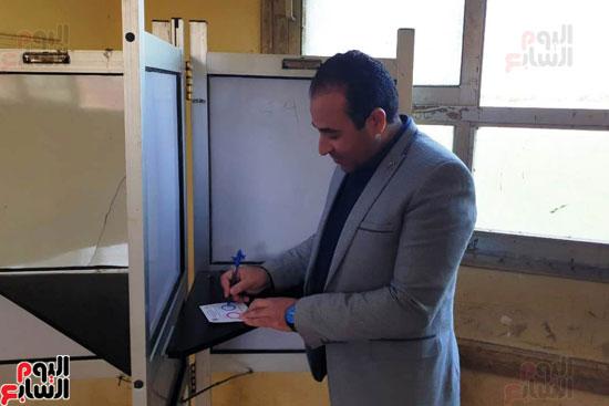 نواب البرلمان اثناء التصويت (31)