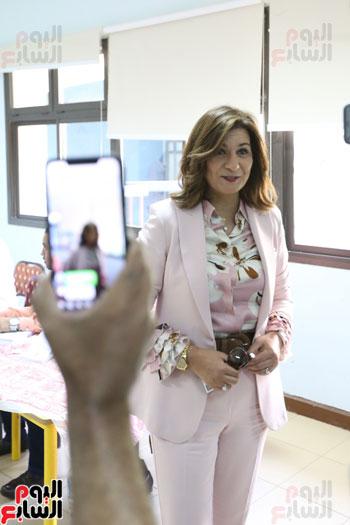 وزيرة الهجرة تدلى بصوتها (3)