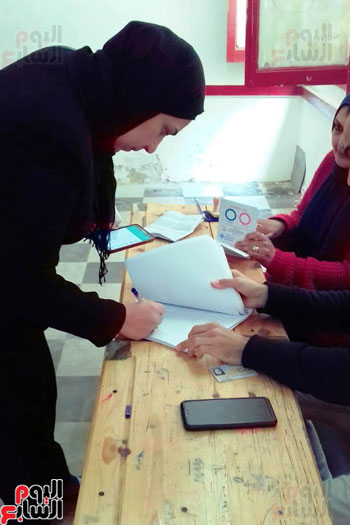 سيدات الإسكندرية يطلقن الزغاريد للدعوة للمشاركة (8)