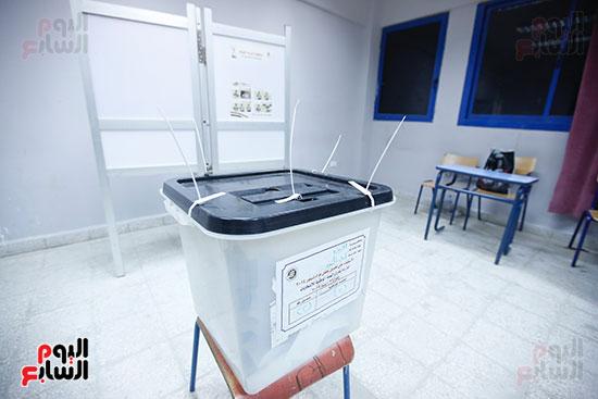 غلق باب التصويت فى اليوم الأول للاستفتاء  (13)