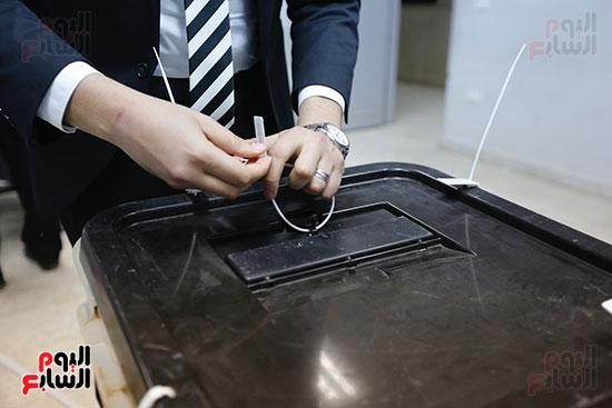 غلق باب التصويت فى اليوم الأول للاستفتاء  (14)