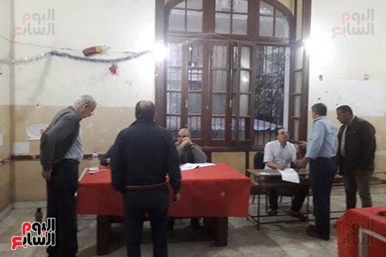تدفق الناخبين على لجان قصر الدوبارة (4)