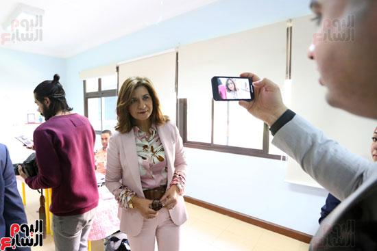 وزيرة الهجرة تدلى بصوتها (1)