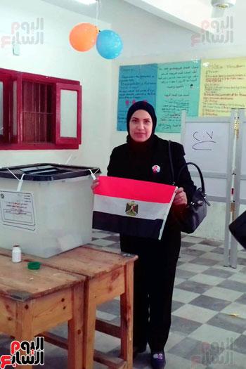 سيدات الإسكندرية يطلقن الزغاريد للدعوة للمشاركة (7)